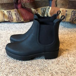 Jeffrey Campbell black Chelsea pull on boots sz 9